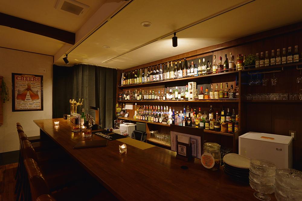 静かにお酒を楽しめる空間