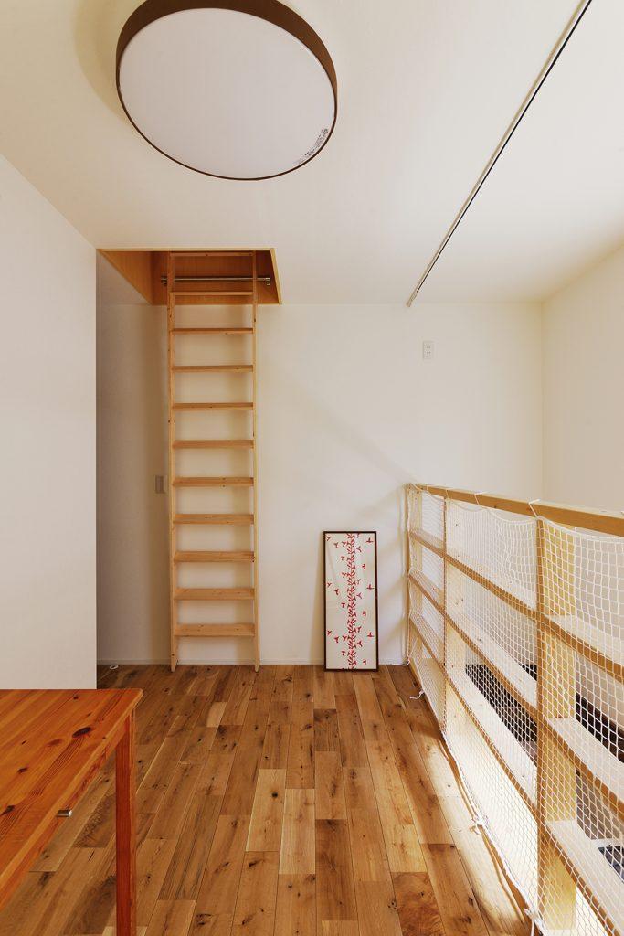 梁と吹き抜けとリビング階段